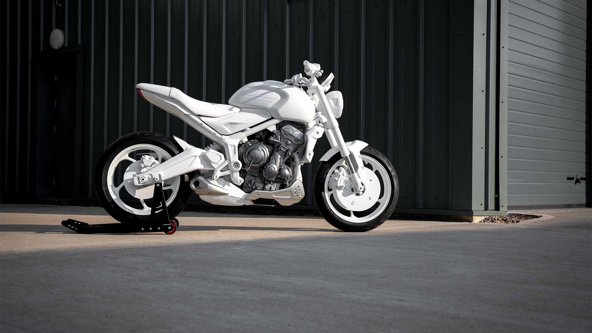 Triumph Trident 2021 (1)