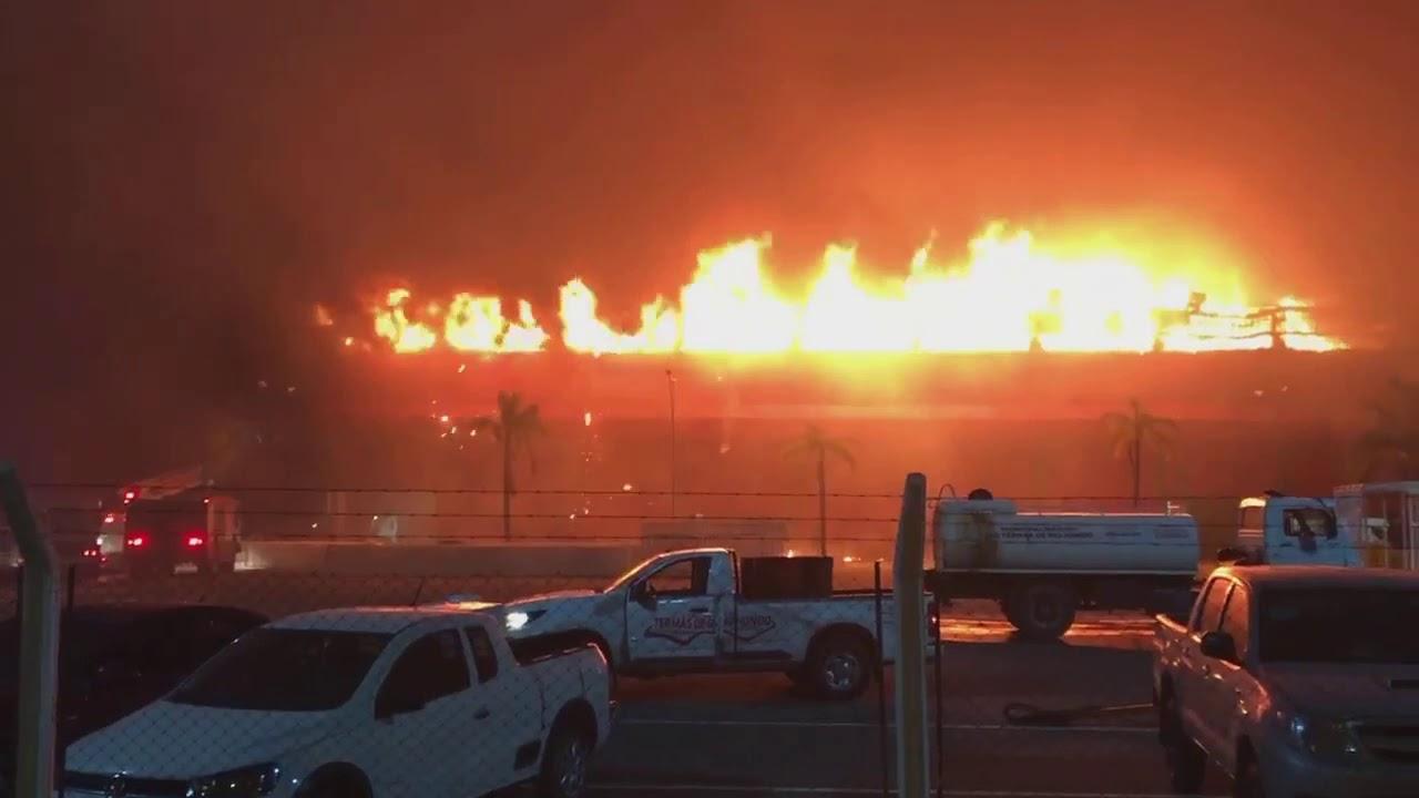 Un cortocircuito habría sido el origen del voraz incendio en Termas de Río Hondo